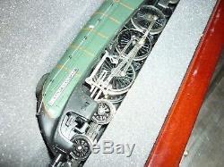 Hornby Oo Gauge Sir Ralph Wedgwood Loco With Display Case
