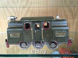 Lionel Standard Gauge 33 Dark Olive Green Six Wheel Loco with Ribbed Cars 35, 36